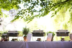 Catering Service angerichtet im Freien
