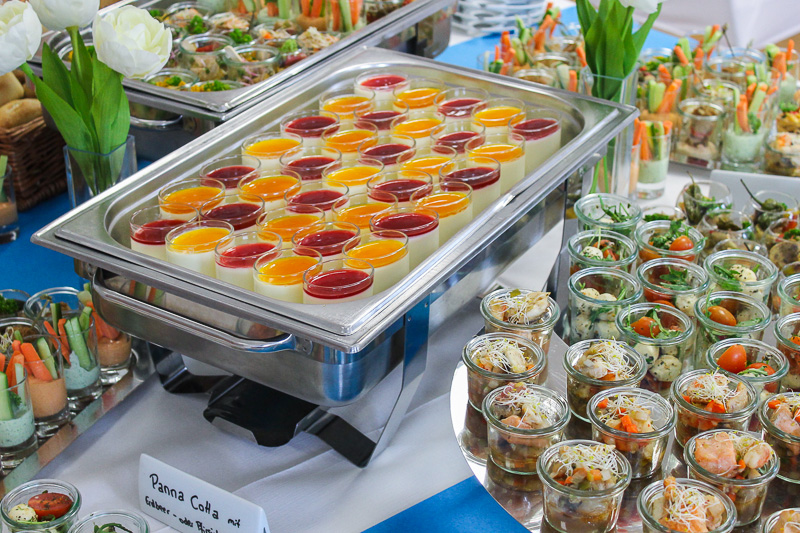 Dessert Panna Cotta Erdbeer und Pfirsich
